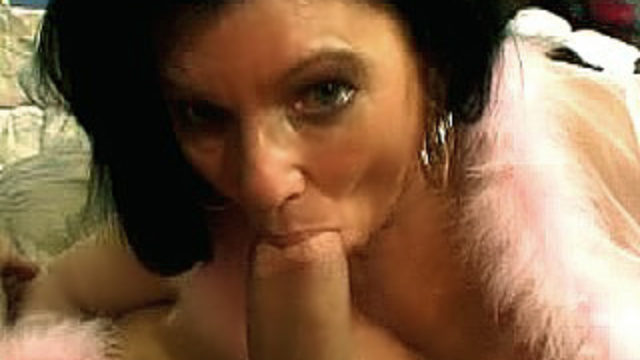 Gorgeous Mature Jinni Lewis Provides A Blowage